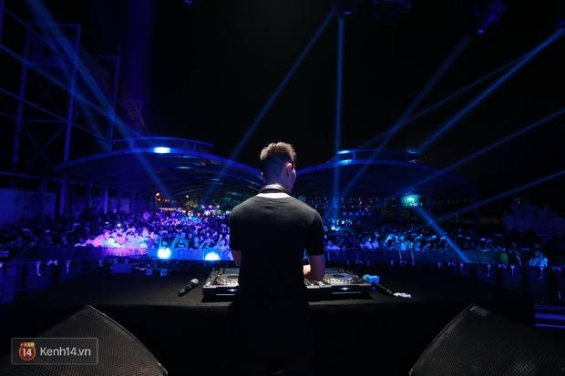 Soobin Hoàng Sơn và dàn DJ nổi tiếng quẩy hết mình cùng khán giả Hà thành trong đêm nhạc EDM sôi động - Ảnh 10.