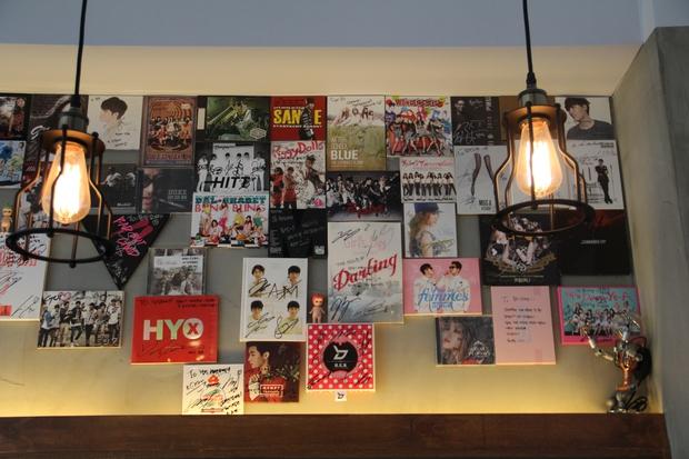 Tới Hàn Quốc, muốn gặp thần tượng không đâu dễ bằng đến chính quán cafe do họ mở! - Ảnh 7.