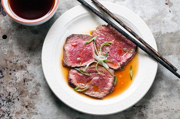 Ẩm thực thế giới đã làm gì để thịt bò sống trở nên hấp dẫn thế này? - Ảnh 3.
