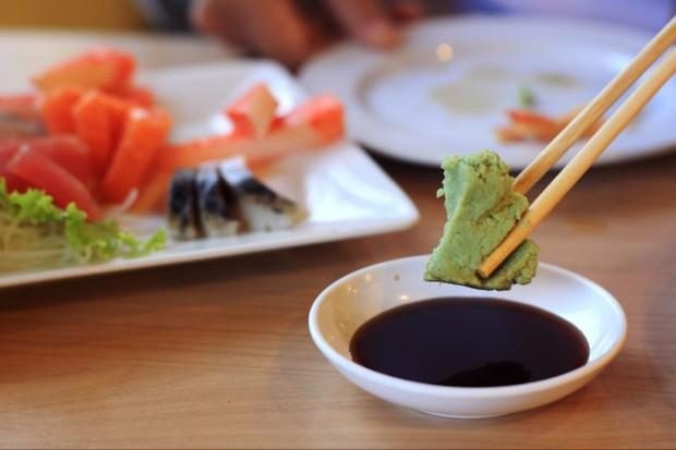 10 quy tắc ăn uống của người Nhật: cần tránh mắc phải kẻo bị coi là mất lịch sự - Ảnh 2.