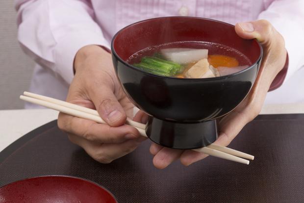 10 quy tắc ăn uống của người Nhật: cần tránh mắc phải kẻo bị coi là mất lịch sự - Ảnh 6.