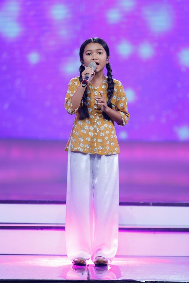 Isaac mệt tim, Bích Phương suýt khóc trước tài năng dân ca mới của Vietnam Idol Kids - Ảnh 4.