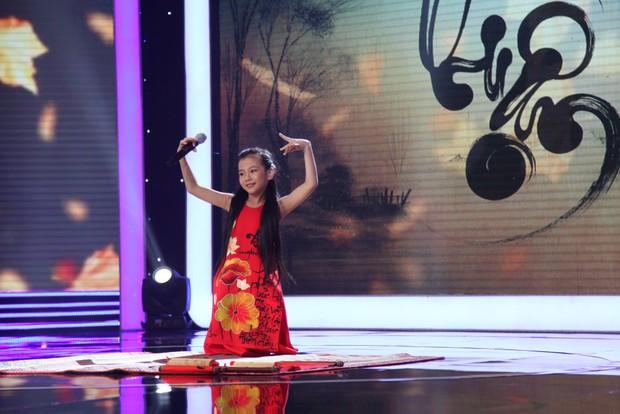 Chi Pu chạy lên sân khấu vì phát hiện ra bản sao nhí - Ảnh 8.