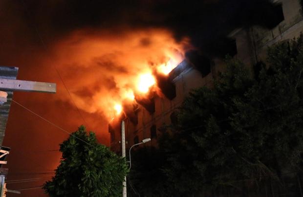 Vụ cháy Công ty may Kwong Lung – Meko: Lửa bùng phát trở lại - Ảnh 4.