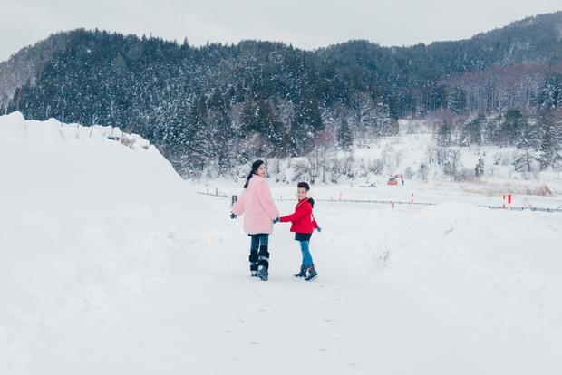 Ngọt ngào thế này giữa tuyết trắng xóa, hỏi sao người ta không ghen tị với Đông Nhi - Ông Cao Thắng - Ảnh 11.