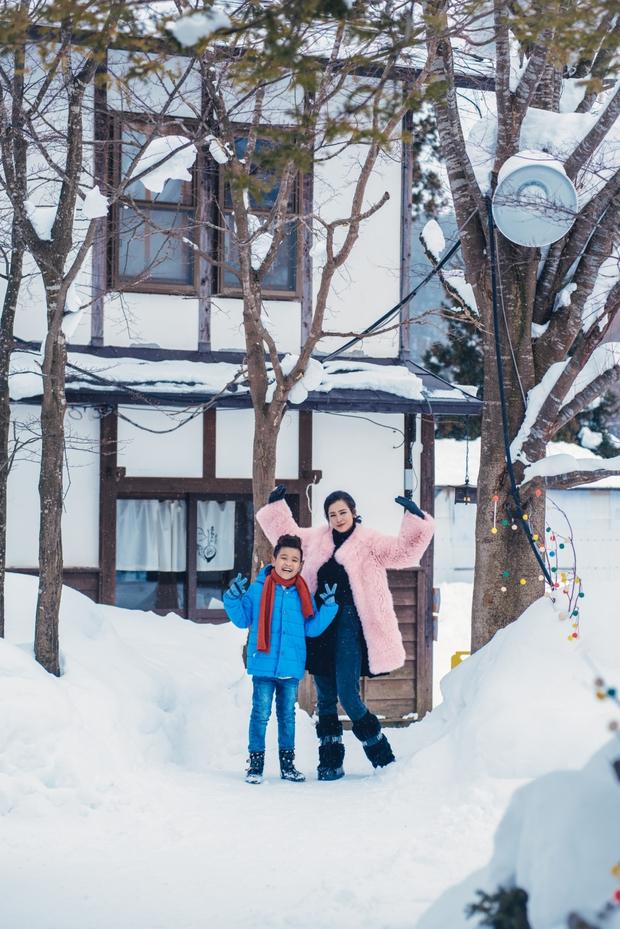 Ngọt ngào thế này giữa tuyết trắng xóa, hỏi sao người ta không ghen tị với Đông Nhi - Ông Cao Thắng - Ảnh 16.