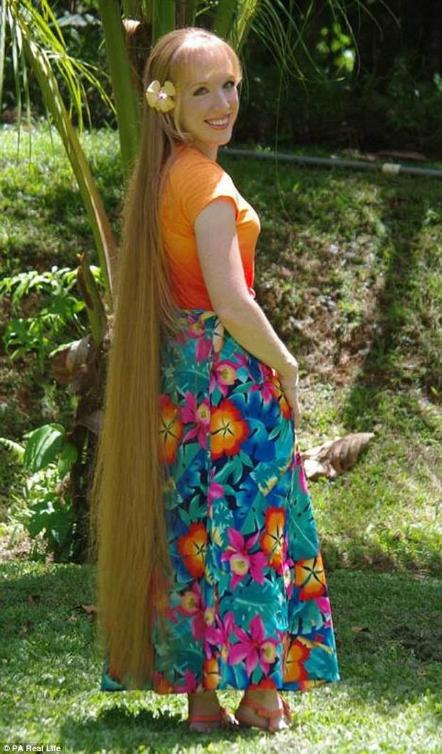 Công chúa tóc mây phiên bản đời thực với mái tóc dài hơn 1,6m - Ảnh 1.