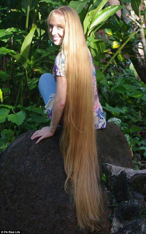 Công chúa tóc mây phiên bản đời thực với mái tóc dài hơn 1,6m - Ảnh 2.