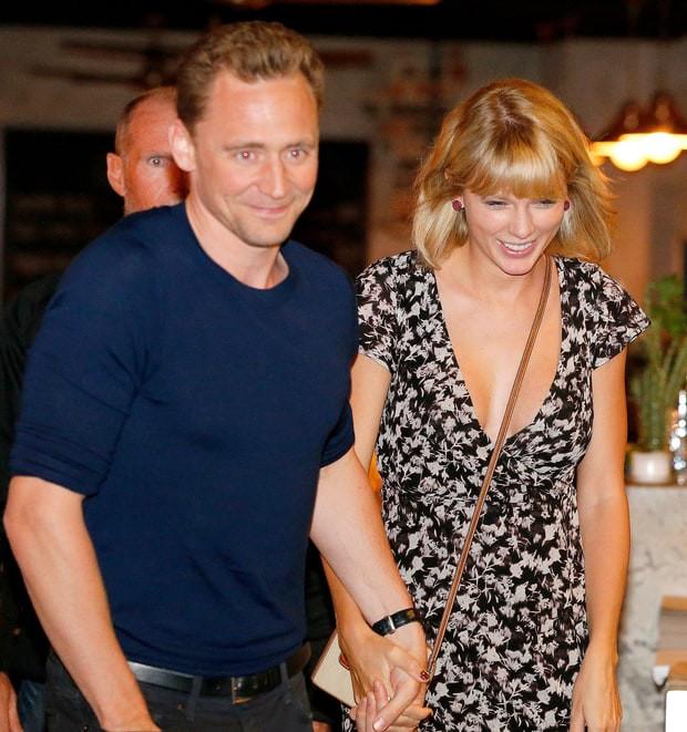 Câu trả lời của Tom Hiddleston khi được hỏi: Có hối hận khi yêu Taylor Swift? - Ảnh 2.