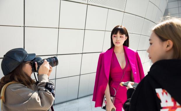 Ninh Dương Lan Ngọc quái đến không nhận ra, Hoa hậu Jolie Nguyễn sexy tại Seoul Fashion Week - Ảnh 7.