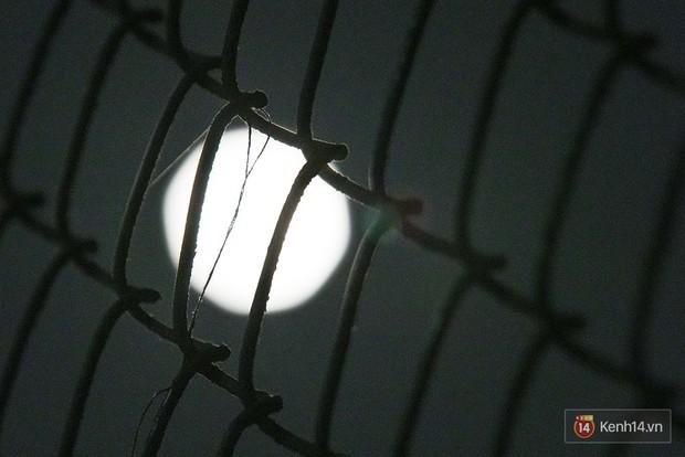 Lác mắt trước chùm ảnh siêu Mặt trăng trên bầu trời Việt Nam và thế giới - Ảnh 3.