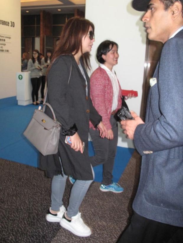 Hình ảnh đối lập: Triệu Vy tăng cân, ăn mặc tuềnh toàng, Phạm Băng Băng chất chơi với đồ hiệu đắt tiền - Ảnh 5.