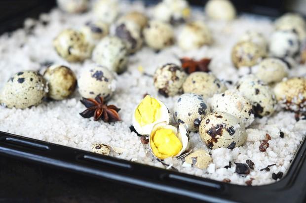 Đừng ăn trứng cút luộc nữa, đem nướng muối thơm ngon đậm đà hơn nhiều - Ảnh 7.
