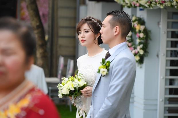 Ngắm những khoảnh khắc hạnh phúc ngọt ngào của Tú Linh và chồng trong đám cưới - Ảnh 7.