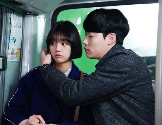 HOT: Trong Reply 1988 Hyeri đã chọn Park Bo Gum, song lại yêu Ryu Jun Yeol ngoài đời - Ảnh 13.