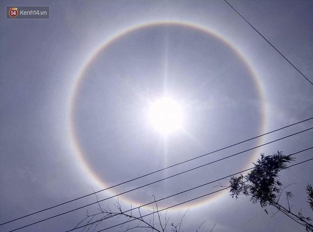 Đừng xôn xao nữa vì đây là lời giải cho sự xuất hiện quầng hào quang quanh Mặt trời ở Huế hôm nay - Ảnh 1.
