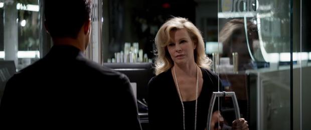 Trailer mới của Fifty Shades Freed hé lộ những nguy hiểm sẽ phá vỡ hạnh phúc của Christian Grey và Ana Steele - Ảnh 3.