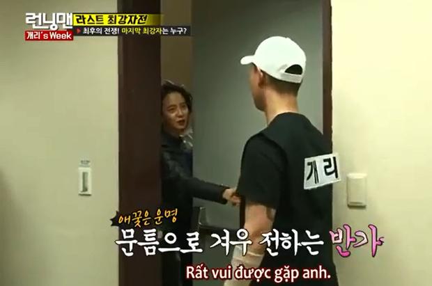 Song Ji Hyo nhiều lần lộ bản tính mê trai tại Running Man! - Ảnh 8.