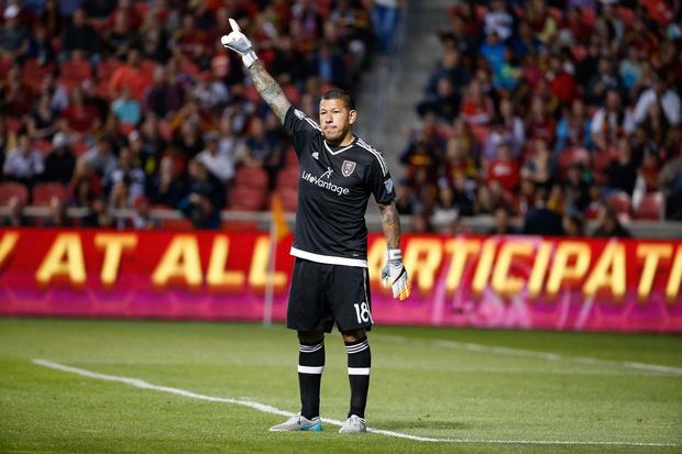 Phô diễn kỹ thuật, thủ thành MLS trả giá đắt - Ảnh 2.
