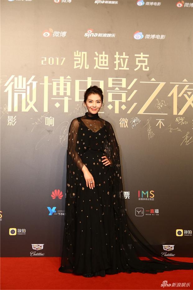 Thảm đỏ Weibo Films Night: Dương Mịch khoe vòng một căng đầy, Mỹ Nhân Ngư Lâm Duẫn sang chảnh đè bẹp đồng nghiệp - Ảnh 22.