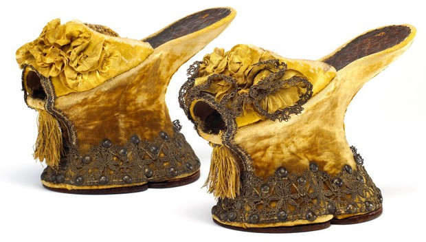 Những đôi giày cao tới 50cm: Chuẩn mực của cái đẹp phụ nữ thời Trung Đại - Ảnh 3.