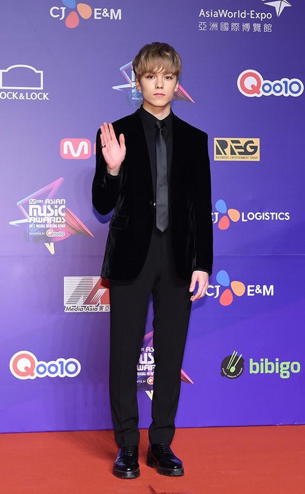 Thảm đỏ MAMA Hồng Kông: Song Joong Ki, Lee Young Ae mê mẩn Wanna One, Song Ji Hyo và em út Red Velvet hở bạo - Ảnh 43.