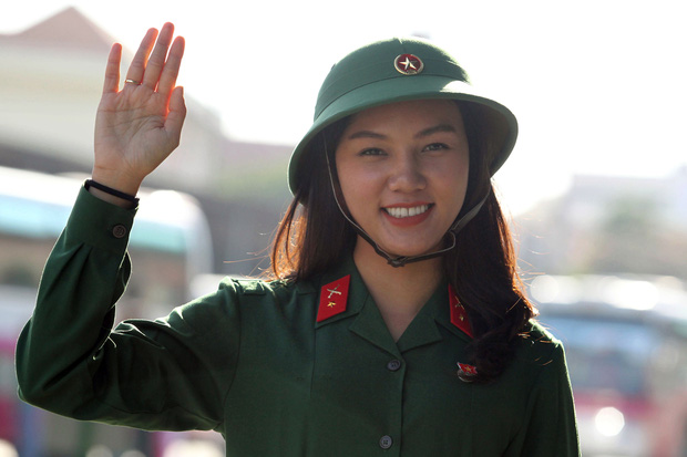 Cô gái xinh đẹp cao 1m70, từng đi thi Hoa hậu Việt Nam tình nguyện nhập ngũ - Ảnh 1.