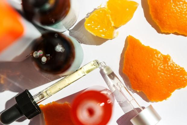 Serum Vitamin C - thần dược giúp da vừa trắng sáng vừa trẻ hóa, hết thâm nám và nhiều điều bạn chưa biết - Ảnh 7.