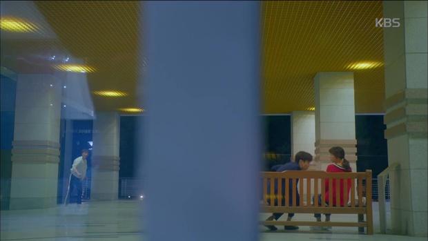 Ghen quá hóa rồ, Park Seo Joon trúng ảo giác, giật tóc crush Kim Ji Won - Ảnh 4.