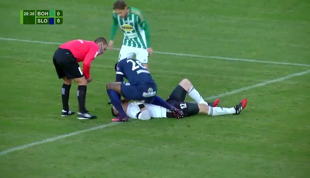 Cầu thủ đứt gân tay sau nỗ lực cứu sống thủ môn đội bạn - Ảnh 2.