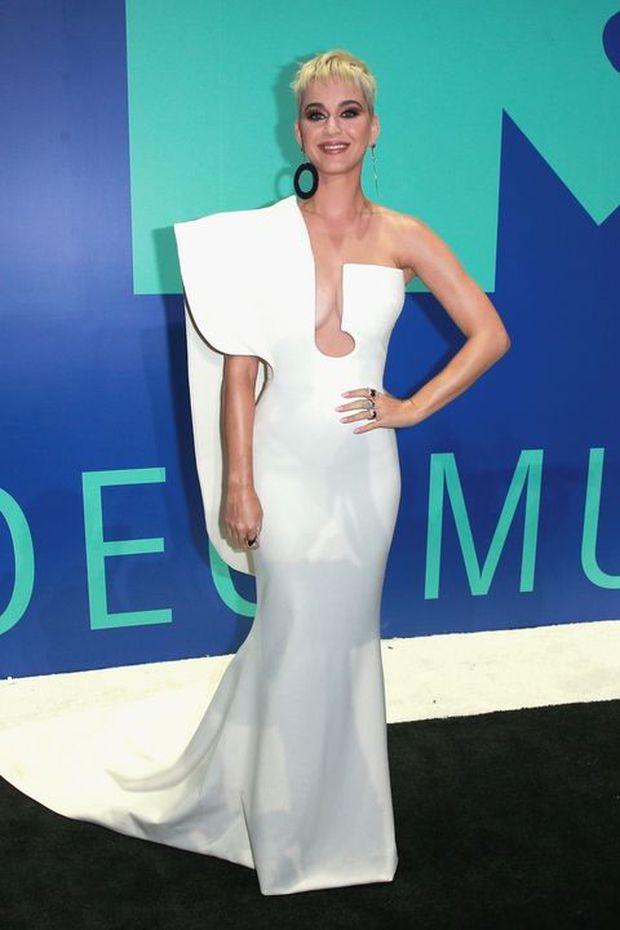 Katy Perry xinh đẹp quyến rũ dằn mặt Taylor Swift, Lorde hóa công chúa trên thảm đỏ VMAs 2017 - Ảnh 5.