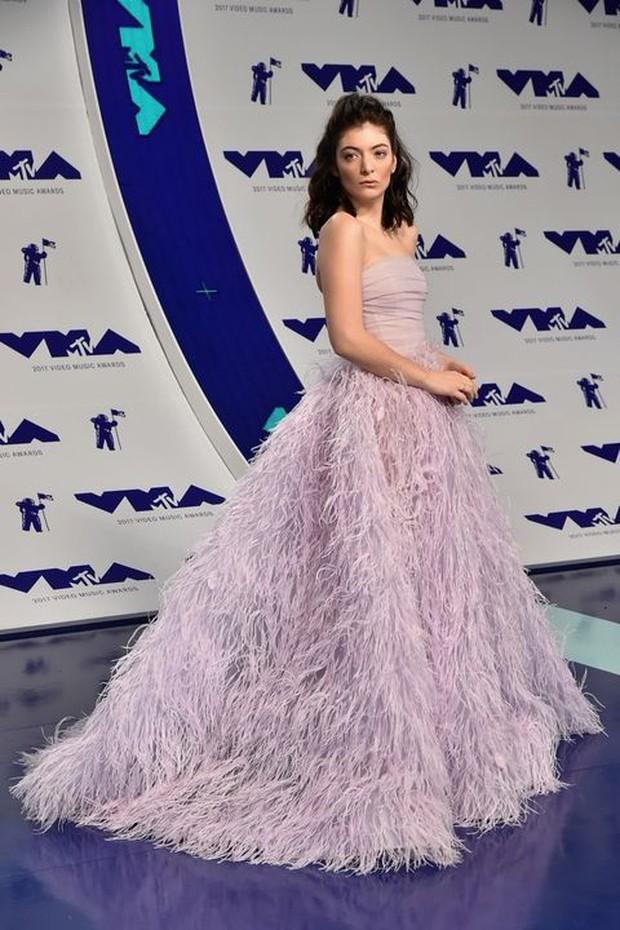 Katy Perry xinh đẹp quyến rũ dằn mặt Taylor Swift, Lorde hóa công chúa trên thảm đỏ VMAs 2017 - Ảnh 6.