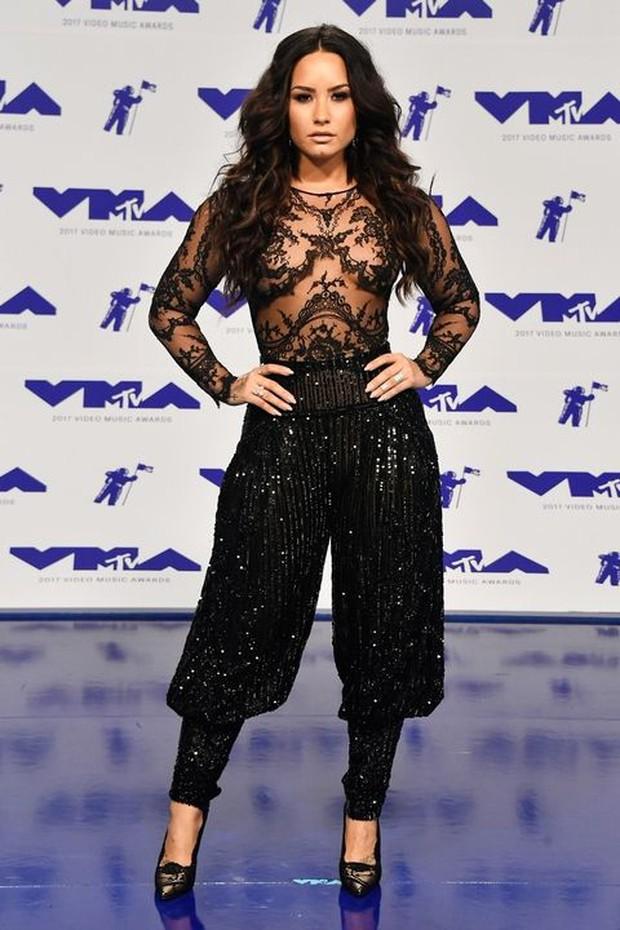 Katy Perry xinh đẹp quyến rũ dằn mặt Taylor Swift, Lorde hóa công chúa trên thảm đỏ VMAs 2017 - Ảnh 7.