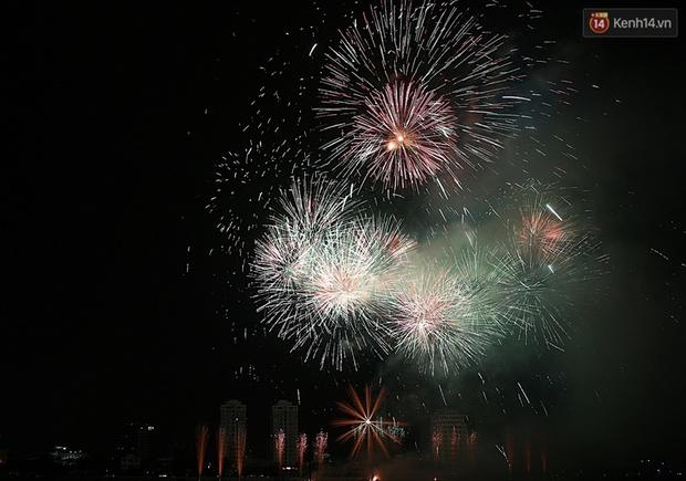 Chùm ảnh: Hai đội Thụy Sỹ và Nhật Bản tranh tài đẹp mắt tại Lễ hội pháo hoa quốc tế Đà Nẵng - Ảnh 14.