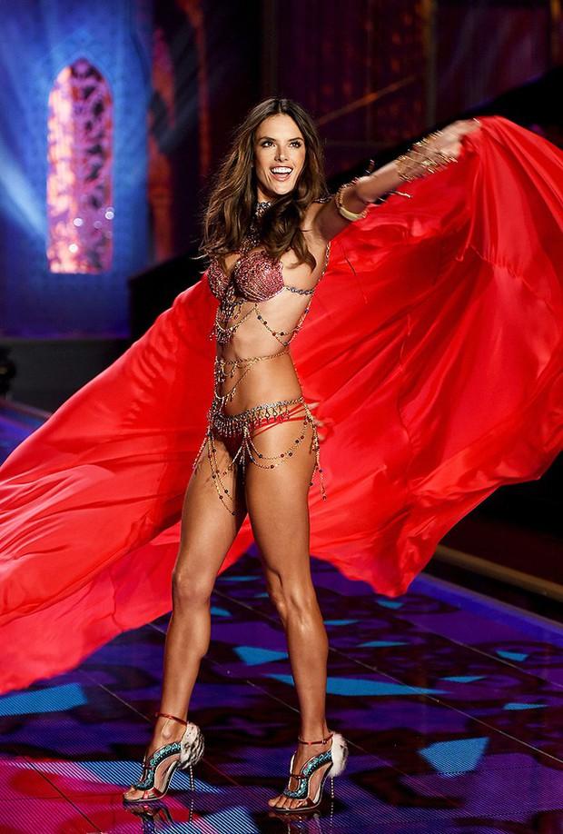 Các thiên thần Victorias Secret mặc Fantasy Bra hàng trăm tỷ đồng: Ai là người đẹp xuất sắc như nữ thần? - Ảnh 8.