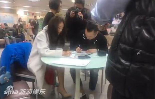 An Dĩ Hiên dẫn theo dàn hảo tỷ muội đi đăng ký kết hôn, tiết lộ màn cầu hôn siêu lãng mạn - Ảnh 3.