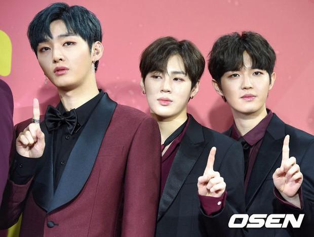 Thảm đỏ Melon: Mỹ nhân ngực khủng vô danh át cả Kim So Hyun, TWICE, EXO và Wanna One đẹp trai như hoàng tử - Ảnh 26.