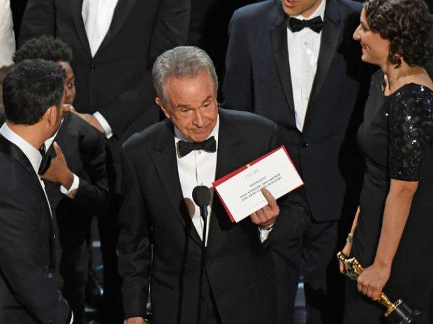 Chỉ có 2 người biết chắc chắn giải thưởng được trao ở Oscar và thủ phạm thực sự của sự sai sót này là... - Ảnh 1.