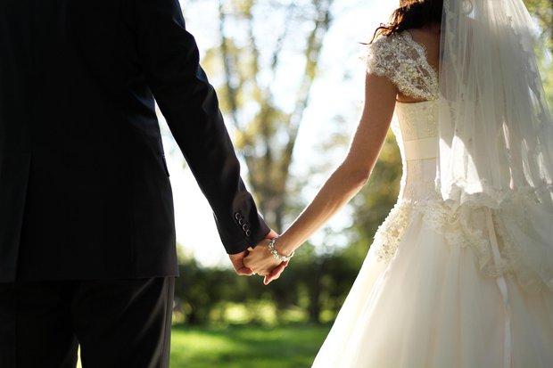 Bài viết gây tranh cãi: Việc kết hôn là sáng tạo ngu ngốc nhất của nhân loại - Ảnh 4.