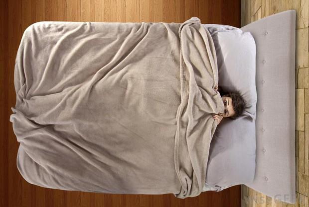 Những mối nguy hại khôn lường của thói quen trùm chăn kín đầu khi ngủ - Ảnh 5.