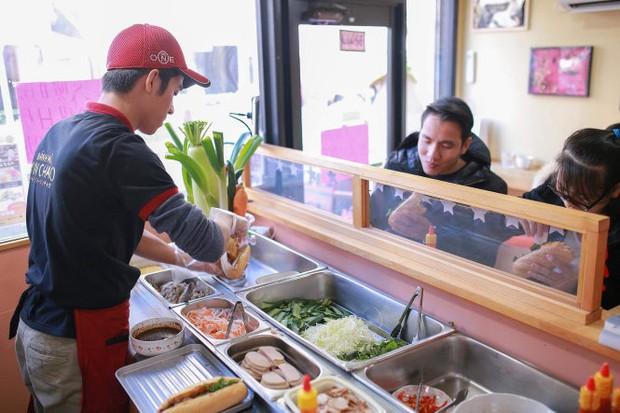 9X Việt mượn tiền mừng cưới của anh trai, mở tiệm bánh mì cực đắt khách ngay giữa Tokyo - Ảnh 2.