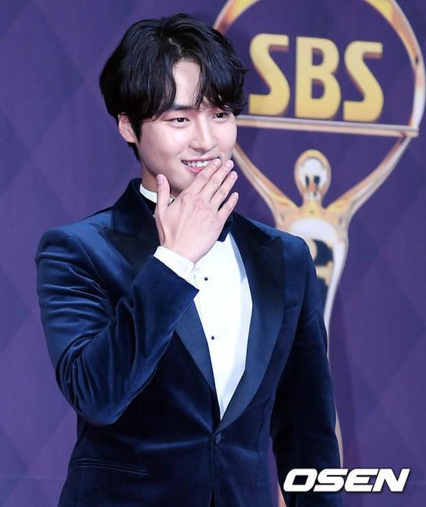 Thảm đỏ SBS Drama Awards: Nữ thần Suzy cân cả Yuri và dàn mỹ nhân hàng đầu Kpop, cặp vợ chồng Jisung quyền lực xuất hiện - Ảnh 39.