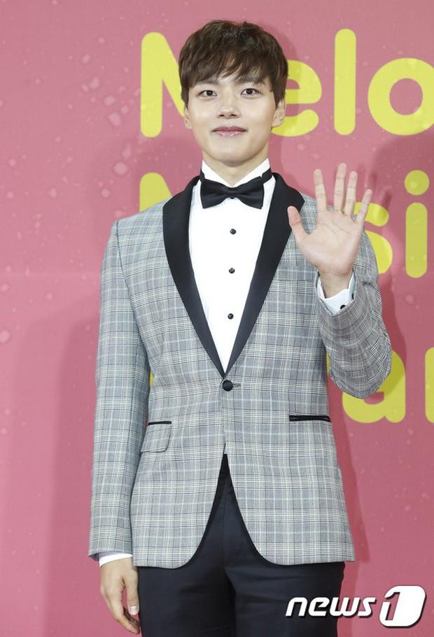 Thảm đỏ Melon: Mỹ nhân ngực khủng vô danh át cả Kim So Hyun, TWICE, EXO và Wanna One đẹp trai như hoàng tử - Ảnh 47.