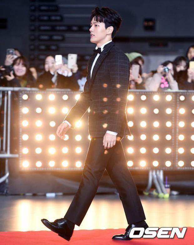 Thảm đỏ SBS Drama Awards: Nữ thần Suzy cân cả Yuri và dàn mỹ nhân hàng đầu Kpop, cặp vợ chồng Jisung quyền lực xuất hiện - Ảnh 24.