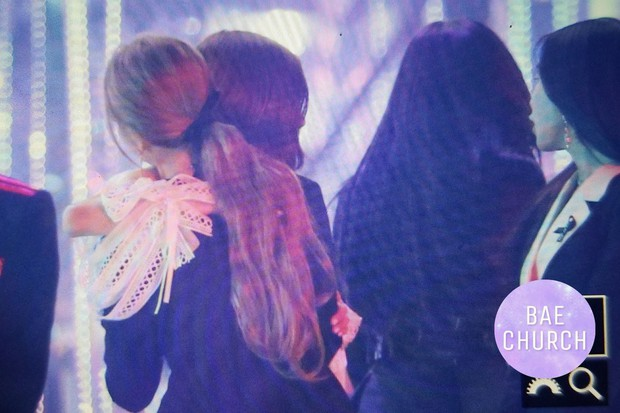 Fan phát cuồng trước khung cảnh thần tiên tại Gayo Daejun: 2 nữ thần Black Pink và Red Velvet vừa ôm vừa nắm tay - Ảnh 12.
