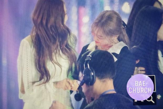 Fan phát cuồng trước khung cảnh thần tiên tại Gayo Daejun: 2 nữ thần Black Pink và Red Velvet vừa ôm vừa nắm tay - Ảnh 14.