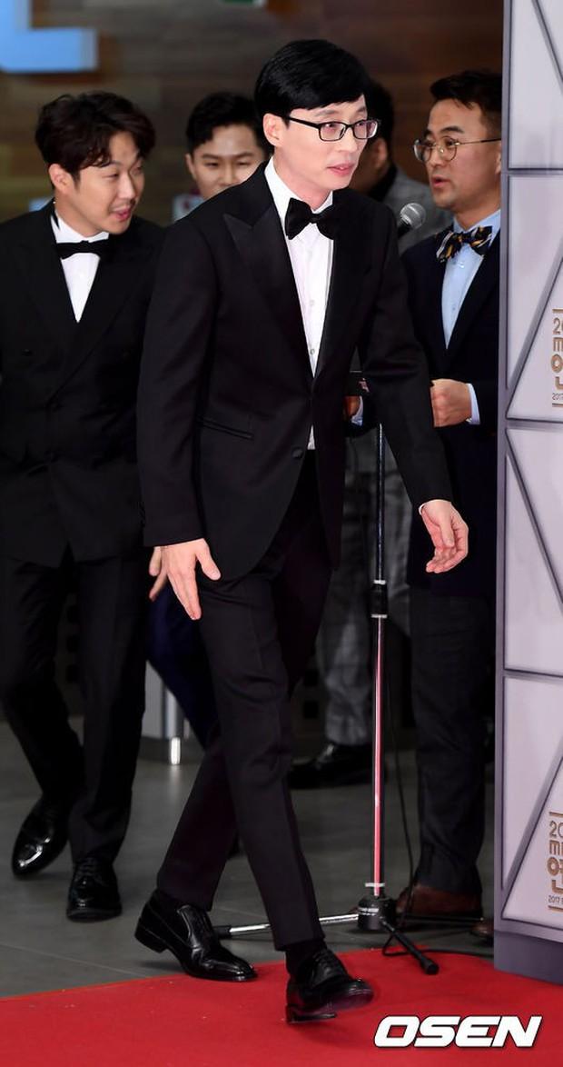 Thảm đỏ MBC Entertainment Awards: Dara bỗng già chát, bị mỹ nhân gợi cảm vô danh và loạt sao nữ sexy đè bẹp - Ảnh 24.