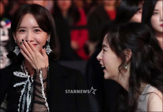 Lọt vào một khung hình tại Asia Artist Awards, top mỹ nhân Kbiz đẹp đến mức khiến fan đau đầu không biết ai hơn - Ảnh 3.