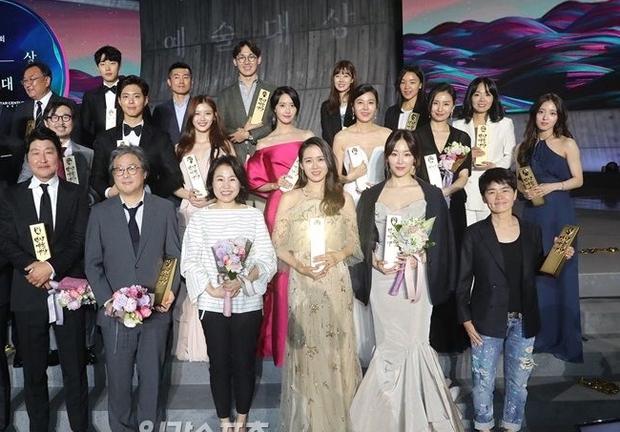 Baeksang đã kết thúc nhiều ngày, fan vẫn đau đầu vì không chọn nổi Yoona hay các mỹ nhân này đẹp hơn - Ảnh 2.