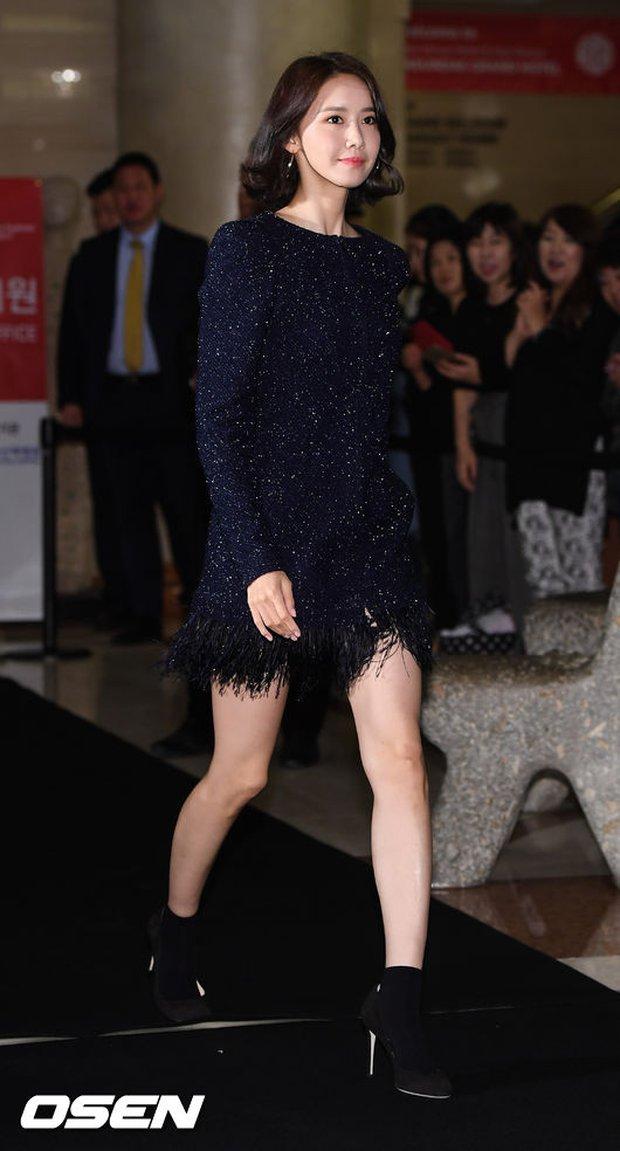 Thảm đỏ LHP Busan: Yoona lộ chân gầy như sắp gãy, Moon Geun Young dọa fan, sao nhí Dream High lột xác - Ảnh 1.